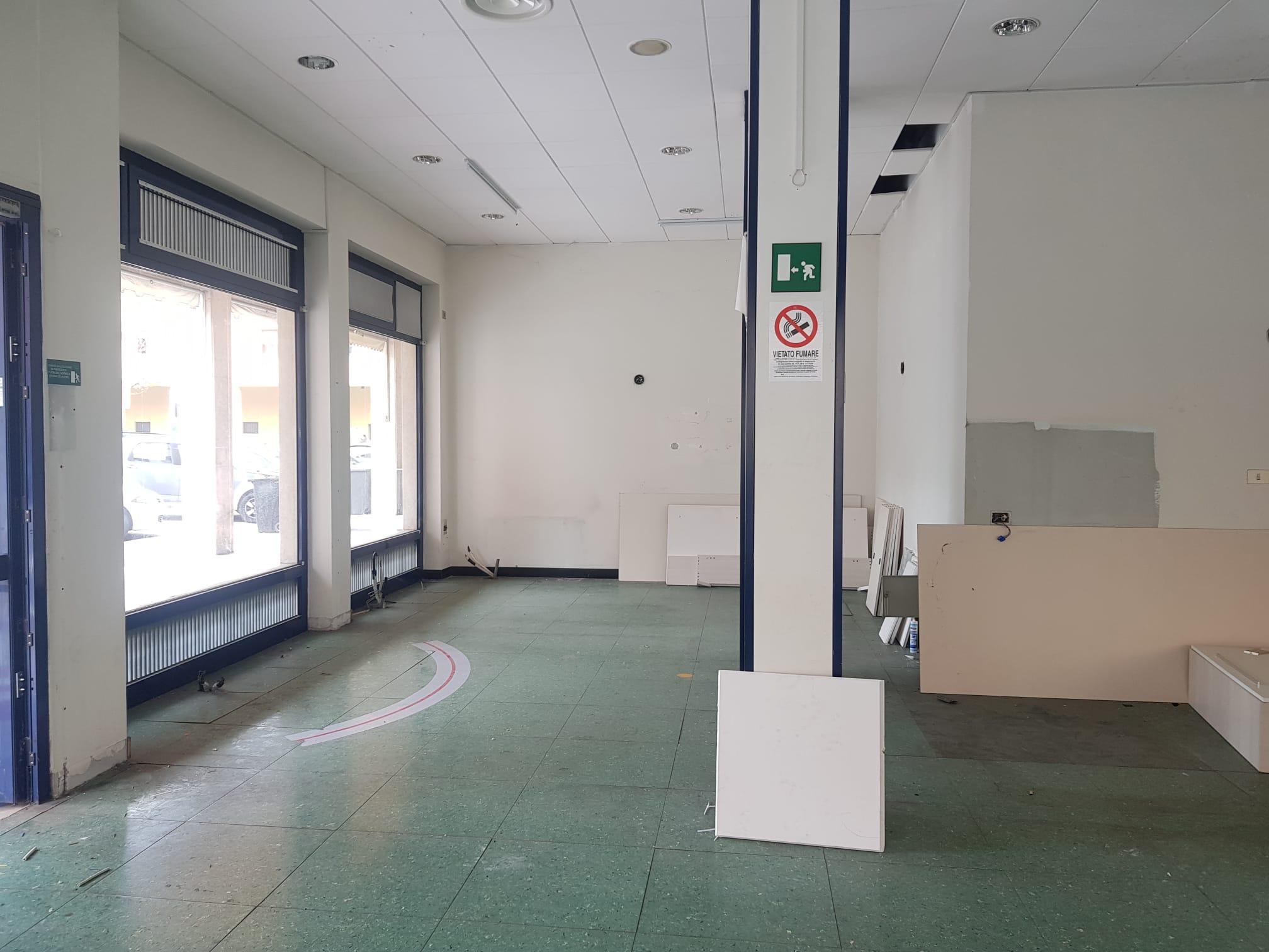 https://www.progettocasa1.it/immagini_immobili/19-04-2021/locale-commerciale-affitto-colleferro-roma-piazza-italia-23-657.jpg