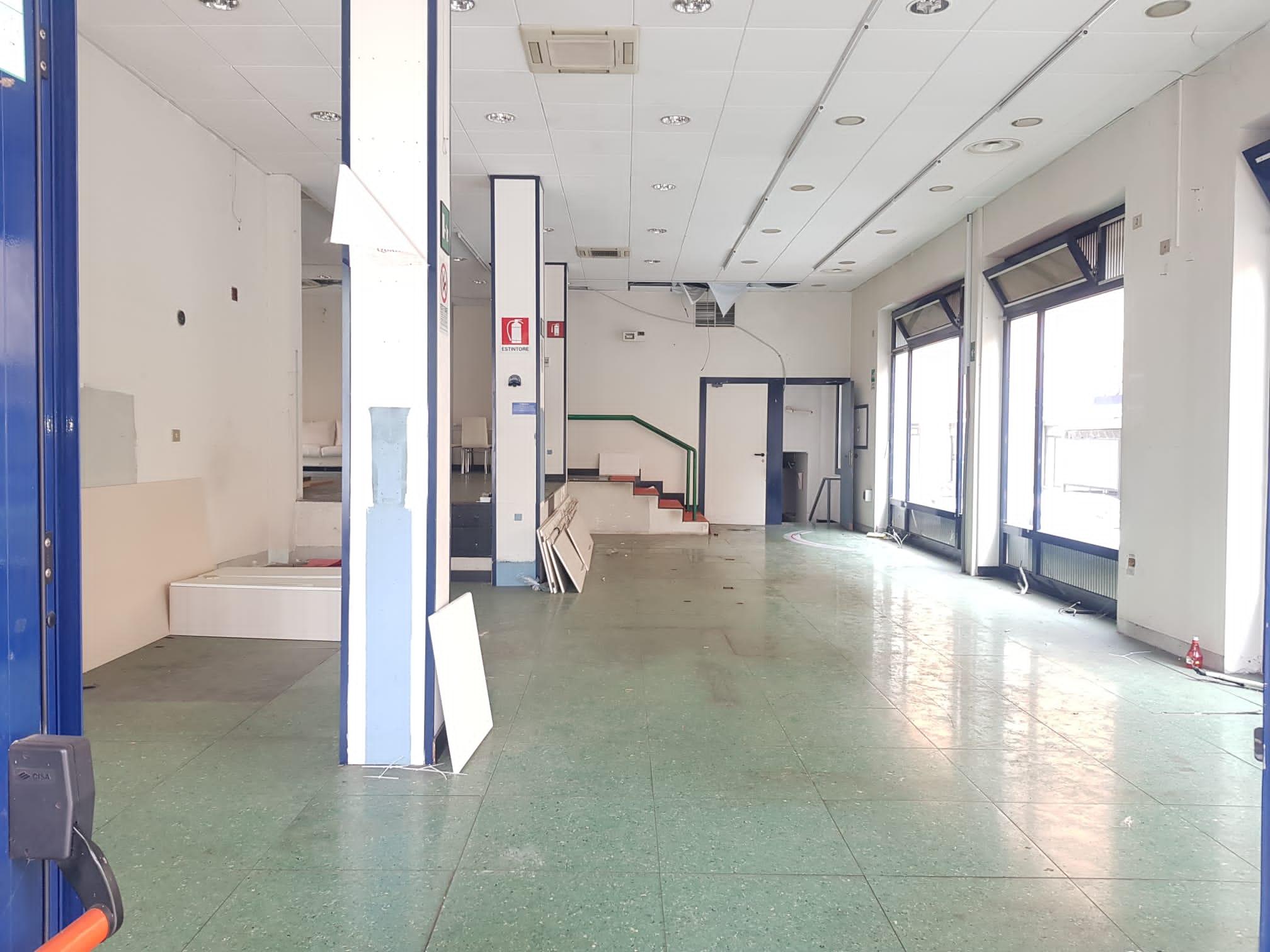 https://www.progettocasa1.it/immagini_immobili/19-04-2021/locale-commerciale-affitto-colleferro-roma-piazza-italia-23-662.jpg