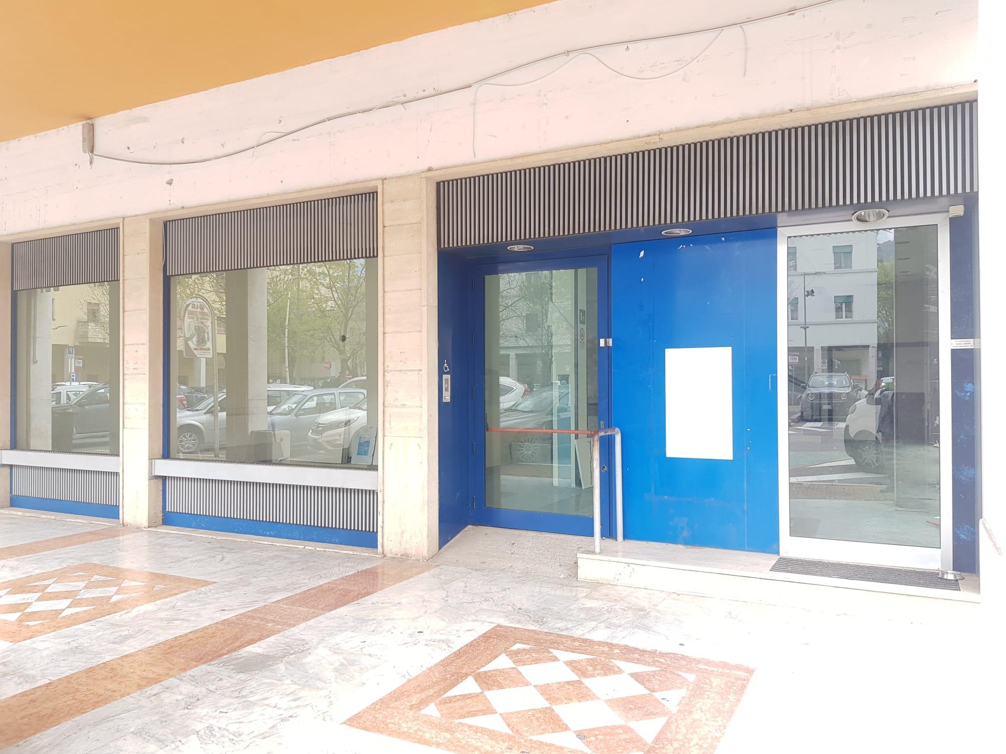 https://www.progettocasa1.it/immagini_immobili/19-04-2021/locale-commerciale-affitto-colleferro-roma-piazza-italia-23-664.jpg