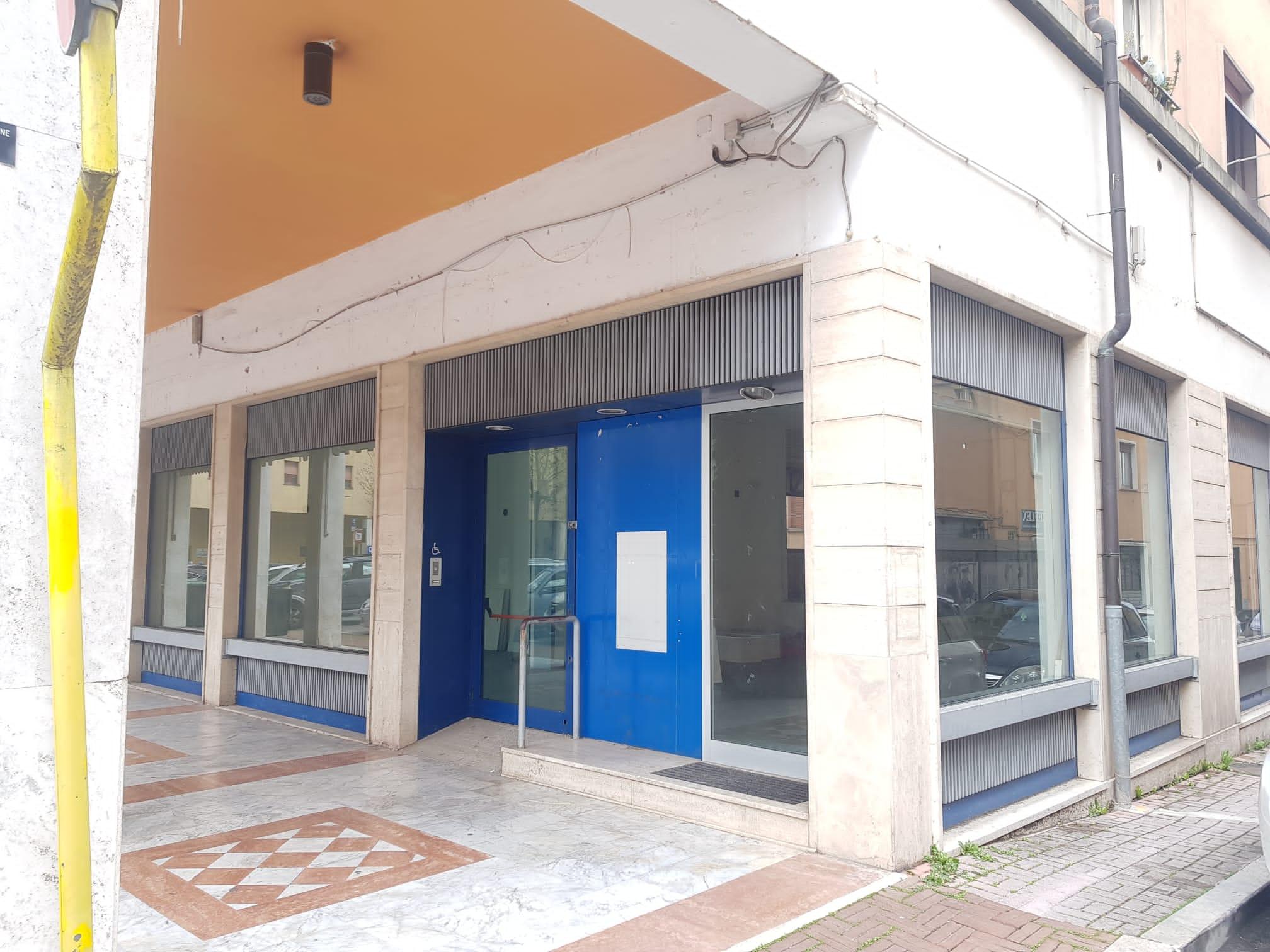 https://www.progettocasa1.it/immagini_immobili/19-05-2021/locale-commerciale-affitto-colleferro-roma-piazza-italia-23-653.jpg
