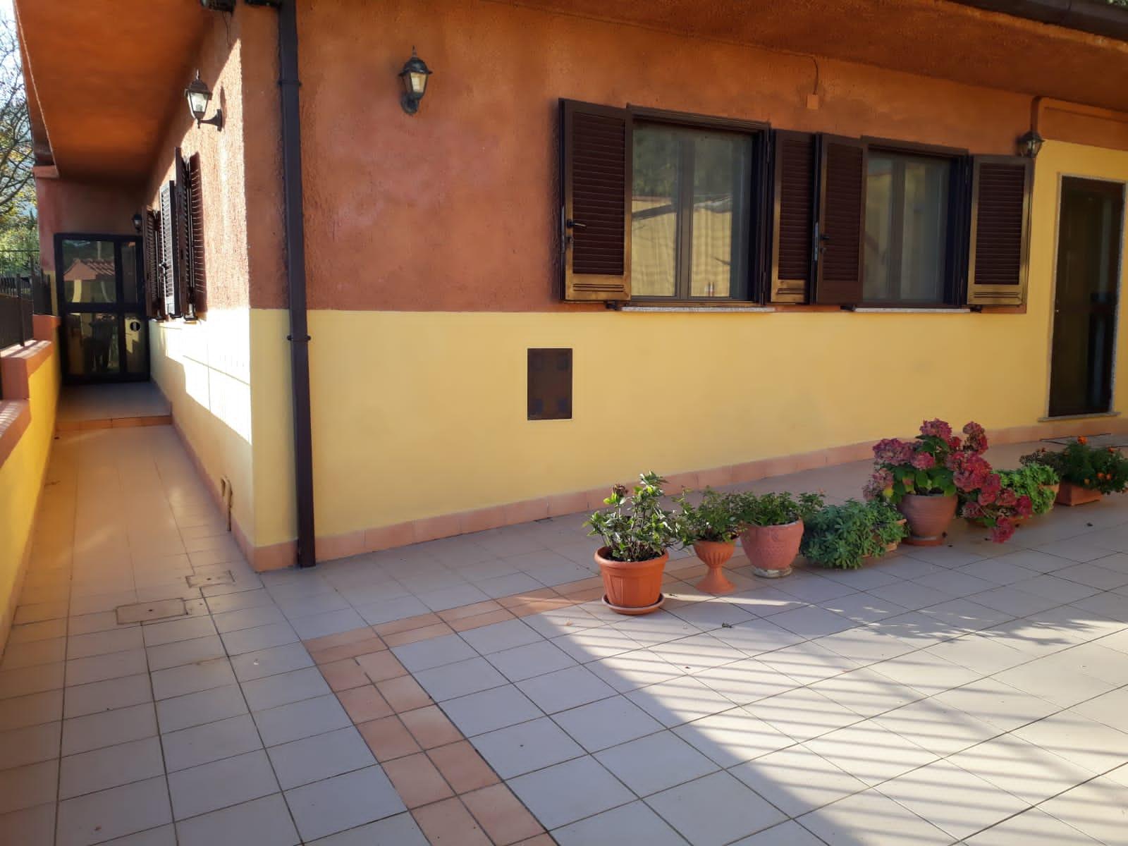 https://www.progettocasa1.it/immagini_immobili/20-12-2019/soluzione-indipendente-vendita-colleferro-roma-via-carpinetana-ovest-7-766.jpg