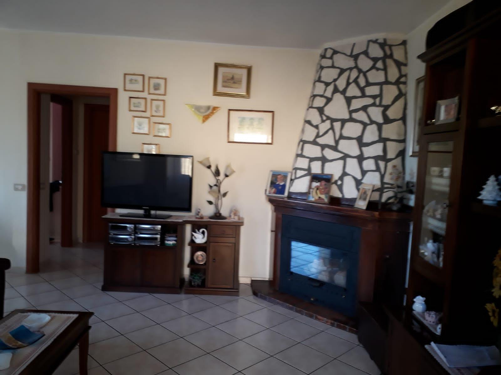 https://www.progettocasa1.it/immagini_immobili/20-12-2019/soluzione-indipendente-vendita-colleferro-roma-via-carpinetana-ovest-7-767.jpg