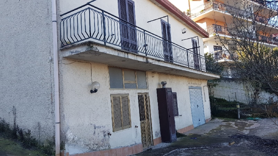 https://www.progettocasa1.it/immagini_immobili/21-01-2019/soluzione-indipendente-vendita-colleferro-roma-via-cristoforo-colombo-10-574.jpg
