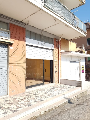 https://www.progettocasa1.it/immagini_immobili/21-02-2019/locale-commerciale-affitto-colleferro-roma-via-della-selva-234.jpg