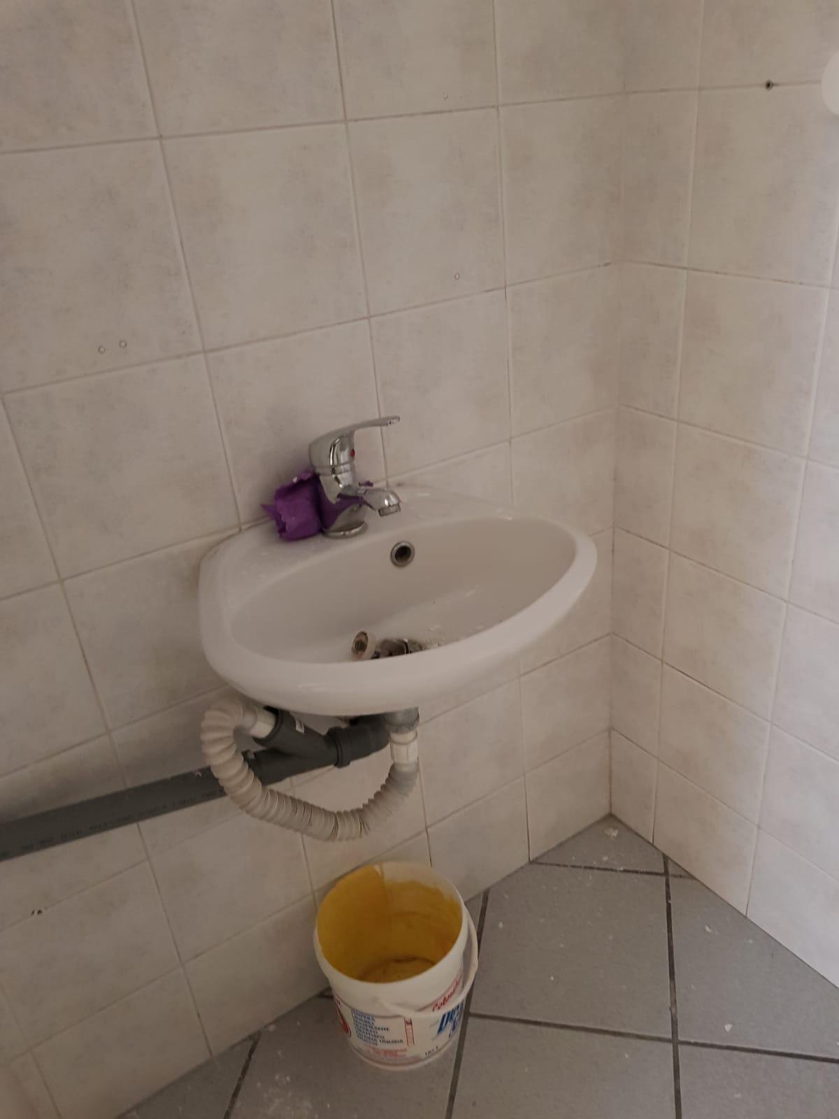 https://www.progettocasa1.it/immagini_immobili/21-02-2019/locale-commerciale-affitto-colleferro-roma-via-della-selva-420.jpg