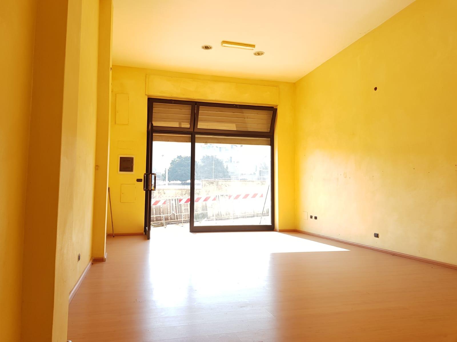 https://www.progettocasa1.it/immagini_immobili/21-02-2019/locale-commerciale-affitto-colleferro-roma-via-della-selva-421.jpg