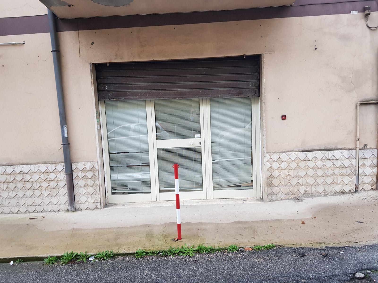 https://www.progettocasa1.it/immagini_immobili/22-01-2018/locale-commerciale-vendita-colleferro-roma-via-vittorio-alfieri-9-265.jpg