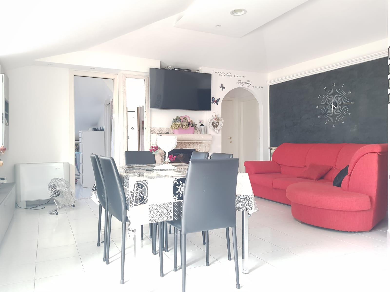 https://www.progettocasa1.it/immagini_immobili/22-05-2020/appartamento-vendita-colleferro-roma-via-fontana-bracchi16-878.jpg