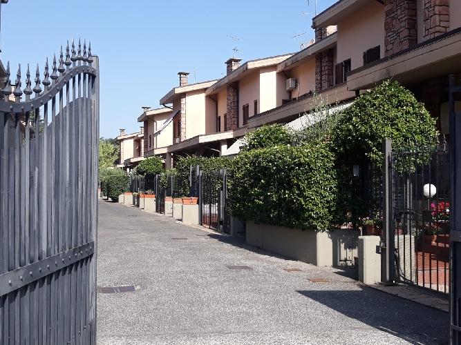https://www.progettocasa1.it/immagini_immobili/24-04-2019/soluzione-indipendente-vendita-colleferro-roma-via-dei-larici-1-946.jpg