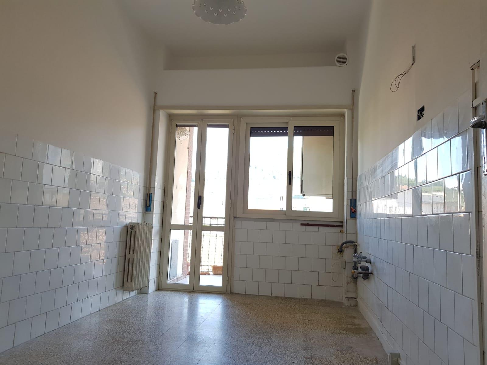 https://www.progettocasa1.it/immagini_immobili/24-06-2019/appartamento-affitto-colleferro-roma-via-martiri-delle-fosse-ardeatine-743.jpg