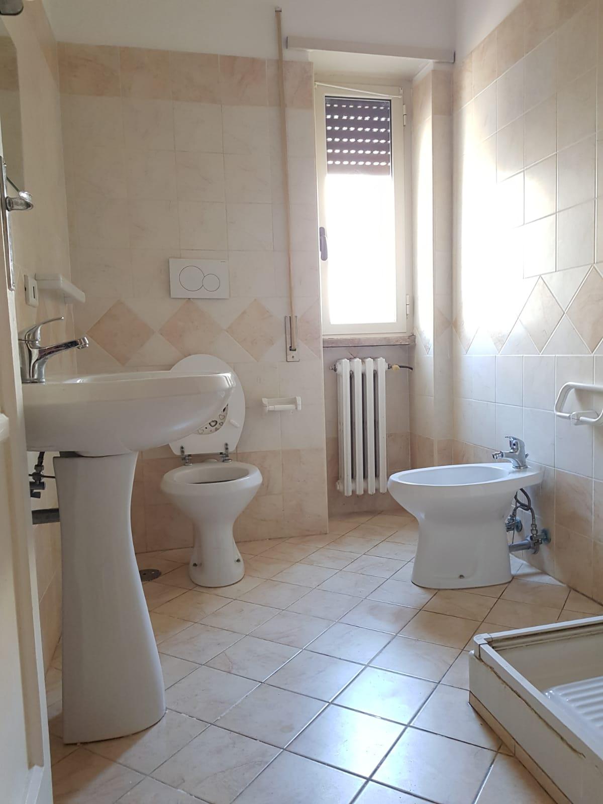 https://www.progettocasa1.it/immagini_immobili/24-06-2019/appartamento-affitto-colleferro-roma-via-martiri-delle-fosse-ardeatine-744.jpg
