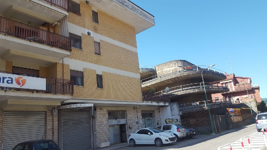 https://www.progettocasa1.it/immagini_immobili/24-06-2020/locale-commerciale-vendita-colleferro-roma-via-giacomo-leopardi-3-380.jpg