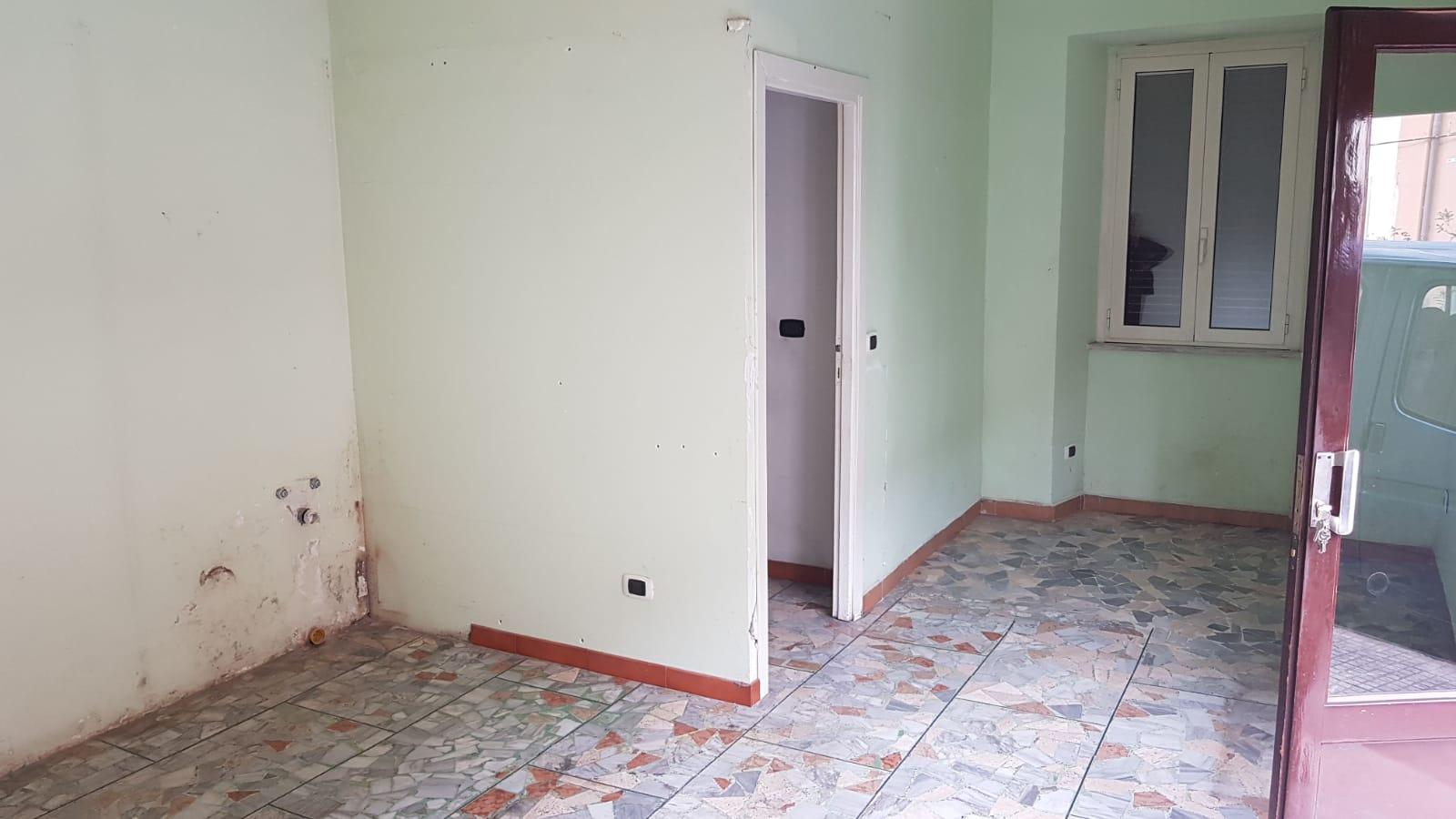 https://www.progettocasa1.it/immagini_immobili/26-03-2019/locale-commerciale-affitto-colleferro-roma-via-delle-sorbe-4-410.jpg