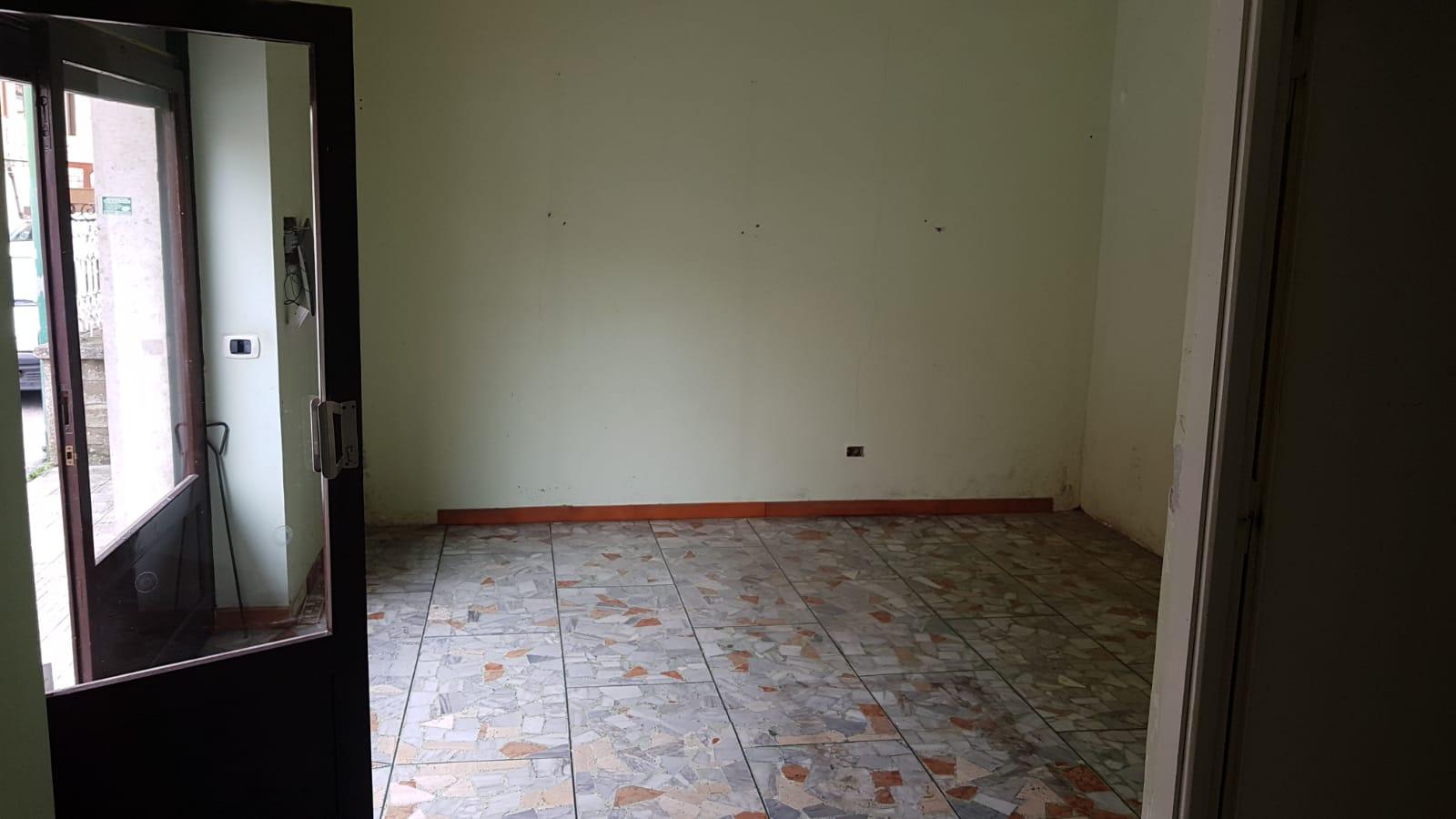 https://www.progettocasa1.it/immagini_immobili/26-03-2019/locale-commerciale-affitto-colleferro-roma-via-delle-sorbe-4-412.jpg