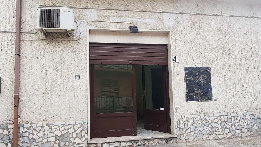 https://www.progettocasa1.it/immagini_immobili/26-03-2019/locale-commerciale-affitto-colleferro-roma-via-delle-sorbe-4-860.jpg