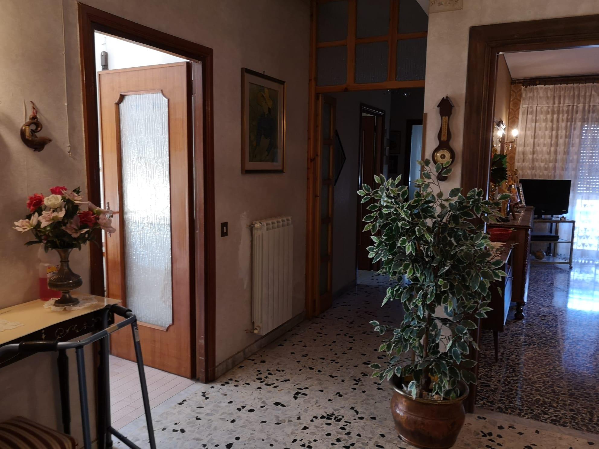https://www.progettocasa1.it/immagini_immobili/26-05-2020/appartamento-vendita-colleferro-roma-via-consolare-latina-65-366.jpg