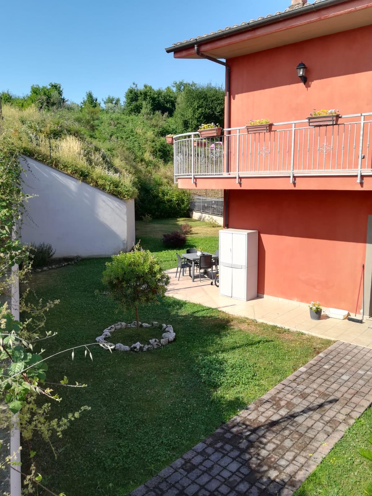 https://www.progettocasa1.it/immagini_immobili/26-07-2019/soluzione-indipendente-affitto-colleferro-roma-via-latina-244-427.jpg
