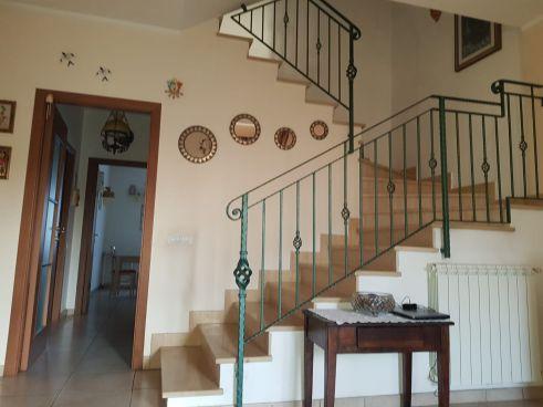 https://www.progettocasa1.it/immagini_immobili/30-01-2020/soluzione-indipendente-vendita-colleferro-roma-colle-dellelefante-461.jpg
