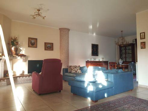 https://www.progettocasa1.it/immagini_immobili/30-01-2020/soluzione-indipendente-vendita-colleferro-roma-colle-dellelefante-731.jpg