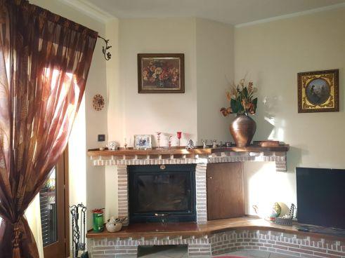 https://www.progettocasa1.it/immagini_immobili/30-01-2020/soluzione-indipendente-vendita-colleferro-roma-colle-dellelefante-732.jpg